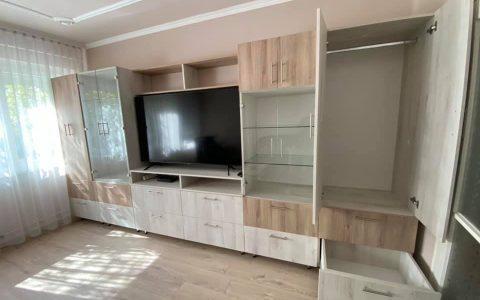 nyitott tv szekrény
